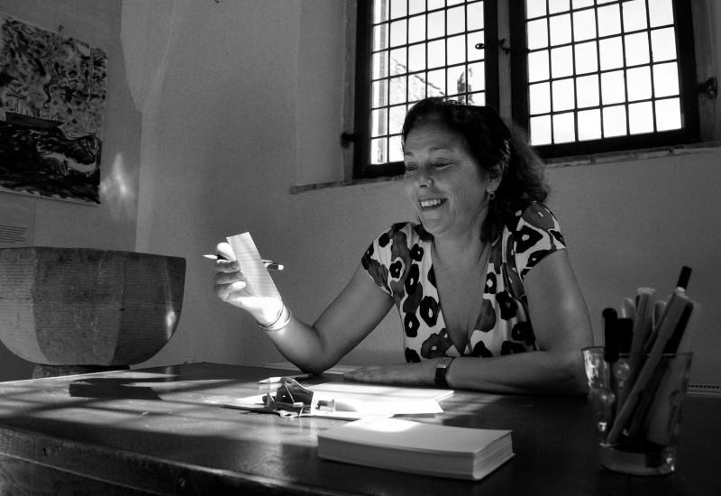"""""""Kunst en cultuur is voor mij een tweede natuur. Je werkt met 'kapitaal' dat in je zit en dat delen met anderen is: raken, inspireren, confronteren. Die waarde vind ik essentieel."""" - Rosita"""